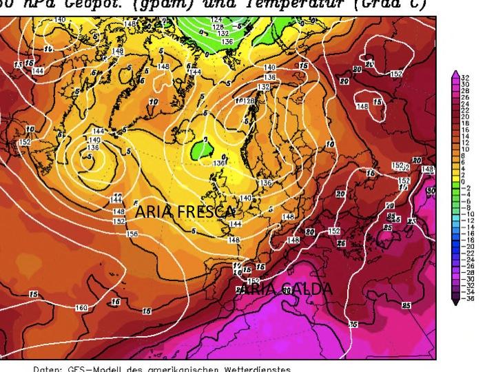 nella mappa riferita a sabato 14 pomeriggio si nota ancora la massa d'aria molto calda presente nel mediterraneo che sta per essere spazzata via dall'aria più fresca che preme da nord ovest appena aldilà delle alpi