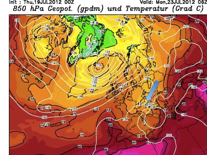 carta riferita alla mattina di luned' 23 luglio, apice del calo termico. la freccia indica l'ingresso di correnti da nord est che porteranno il brusco calo termico sulla Toscana con temperatura a 1500 metri sotto i 10 gradi